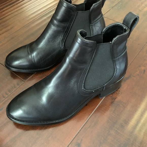 5f71c415fdf Black leather Dover booties